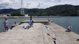可愛い釣りガールがキスGET♪アジはこれから!マリーナシティ海釣り公園12日RT